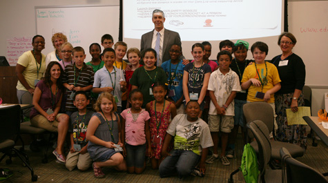 Secretary Duncan with VISTA class